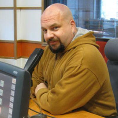 Timo Rautiainen esiintyy Nenäpäivän hyväntekeväisyysshow'ssa.