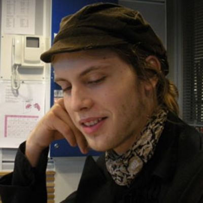 Runoilija Miki Liukkonen.