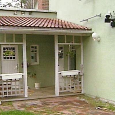 Matti Vanhasen talo kuvattuna ulkopuolelta.