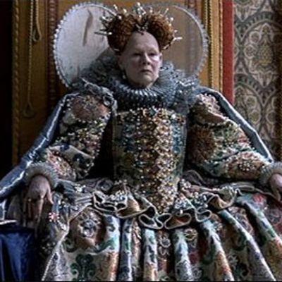 Judi Dench kuningatar Elisabetina elokuvassa Rakastunut Shakespeare