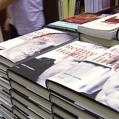 Elämäkertoja kirjakaupassa