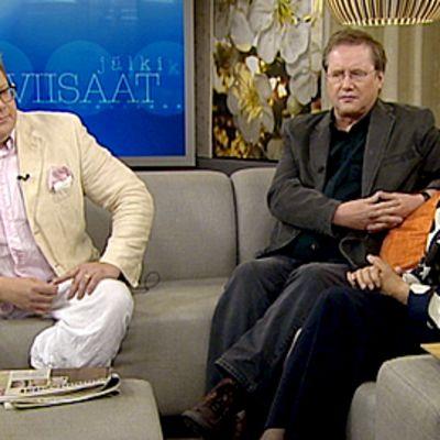 Jälkiviisaat Jan Erola, Heimo Holopainen ja Soili Suonoja keskustelivat Aamu-tv:n studiossa 14.8.2009.