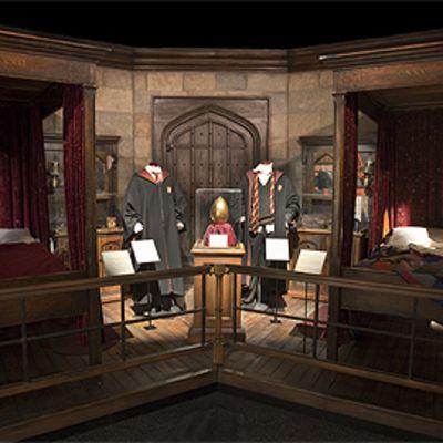 Harry Potterin ja Ron Weasleyn huone Harry Potter -näyttelyssä.