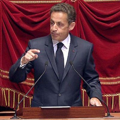 Ranskan presidentti Nicolas Sarkozy puhuu parlamentissa.