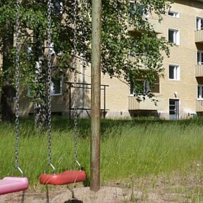Tyhjä talo odottaa purkuaan Parolannummen alueella 3