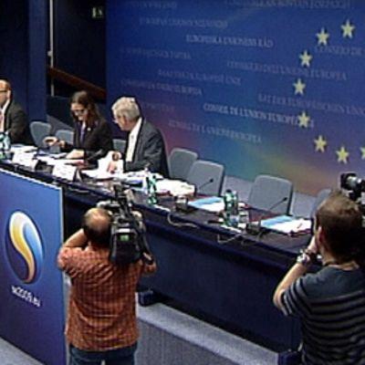 Ruotsin ulkoministeri Carl Bildt (oik.) ja eurooppaministeri Cecilia Malmström