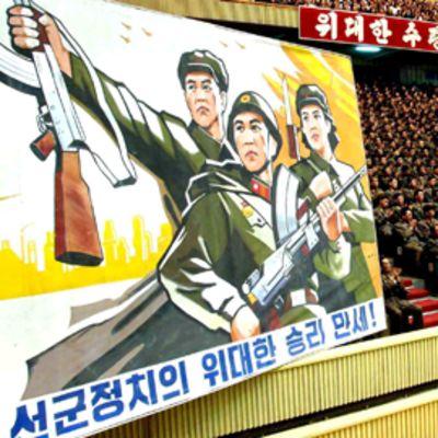 Kymmeniä tuhansia ihmisiä kokoontui juhlimaan toista onnistunutta ydinkoetta Pjongjangin sisästadionille 26. toukokuuta.