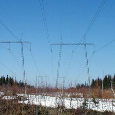 Sähkölinjoja Keminmaassa.
