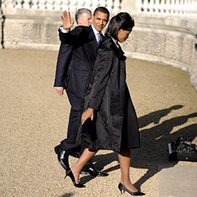 Barack ja Michelle Obama kävelevät Buckinghamin palatsiin Lontoossa
