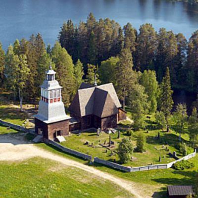 Petäjäveden vanha kirkko sai Museovirastolta avustuksia.