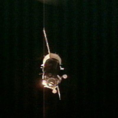 Sojuz lähestymässä avaruusasemaa