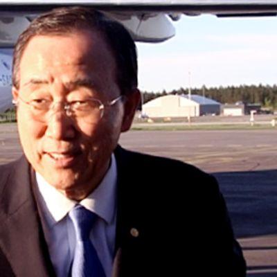 Ban Ki-moon Helsinki-Vantaan lentokentällä.