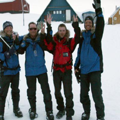 Raimo Västinsalo (vas.), Timo Stenros, Kari Kossila ja Jani Kokko vaelsivat Grönlannin halki.