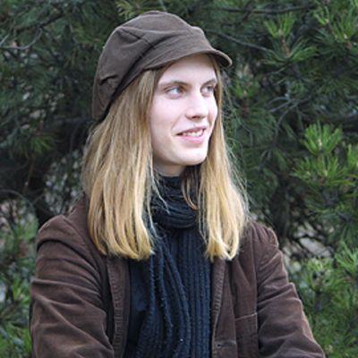 J.H. Erkon kirjoituskilpailun voittaja Miki Liukkonen