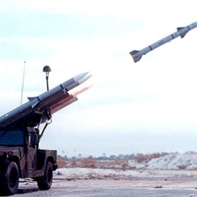 Kuva Nasamsin ilmatorjuntajärjestelmästä. Ohjus laukaistaan kuorma-auton lavalta.
