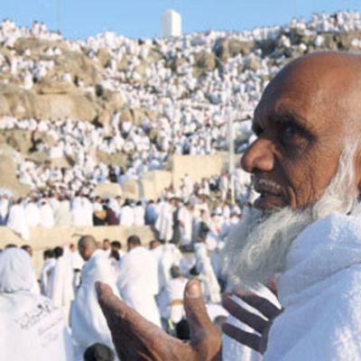 muslimit kiipeämässä vuorelle