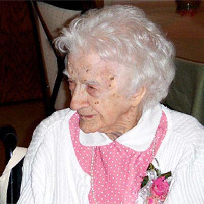 Edna Parker ja hänen lapsen lapsen lapsen lapsensa viime vuoden elokuussa