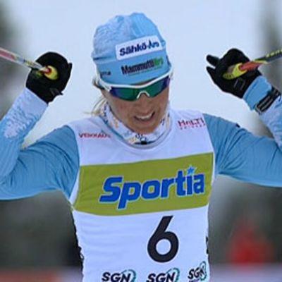 Riitta-Liisa Roponen tuulettaa voittoaan.