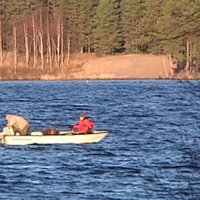 Vene järvellä.