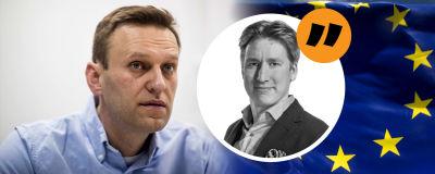 Bildmontage. Till vänster syns Aleksej Navalnyj. Till höger EU:s flagga. I mitten redaktör Rikhard Husu.