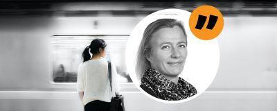 En kvinna står framför en tunnelbanevagn. Inflikt i en cirkel en äldre kvinna.