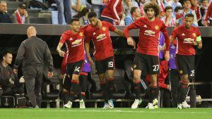 Marcus Rashford firas av lagkamraterna efter segermålet mot Celta Vigo.