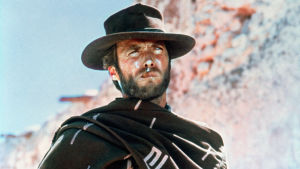 Clint Eastwood puolilähikuvassa elokuvassa Vain muutaman dollarin tähden.