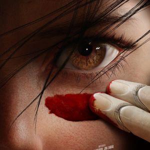 Detalj från planschen till filmen Alita: Battle Angel. Ett öga i närbild.