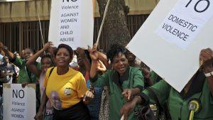 Protester utanför domstolen i Pretoria.