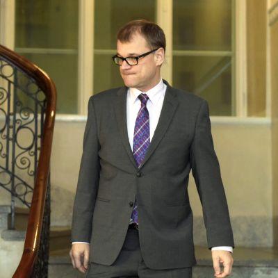 Statsminister Juha Sipilä under en presskonferens efter terrordådet i Paris.