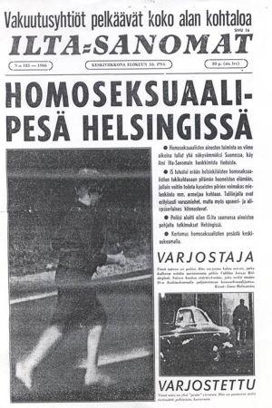 """Ilta-Sanomien etusivu vuodelta 1966, otsikko """"Homoseksuaalipesä Helsingissä"""" ja kuva, jossa poliisi varjostaa homomiestä Helsingin Mäntymäessä."""