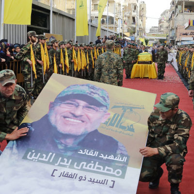Hizbollahkommendören Mustafa Badreddine begravdes på fredagen i shiamulimska södra Beirut