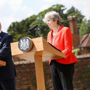 Donald Trump och Theresa May under presskonferens efter ett möte på lantresidensen i Chequers.