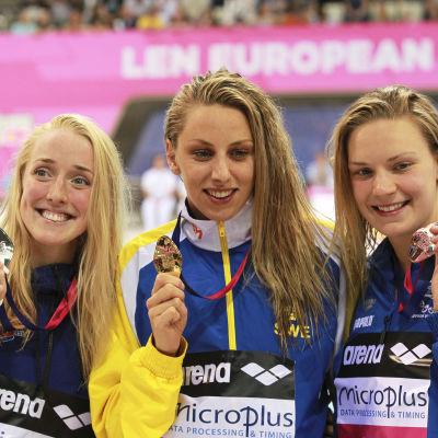 Medaljtrion vid EM i London, Jenna Laukkanen till höger med bronset.