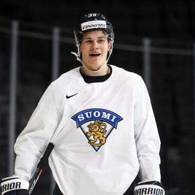 Jesse Puljujärvi är glad över att spela i landslaget igen.