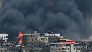 Israelisk artilleribeskjutning mot Gaza.