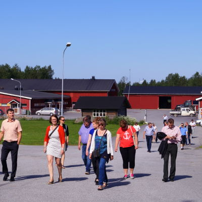 SLC:s fullmäktige besökte Lannäslunds skolor i Jakobstad.
