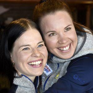 Krista Pärmäkoski och Kerttu Niskanen skulle åka sprintstafetten tillsammans.