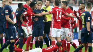 Emil Forsberg fick rött kort i bortamatchen mot FC Bayern.