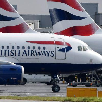 Flygplan på Heathrow-flygplatsen västerom  London i maj 2019,.