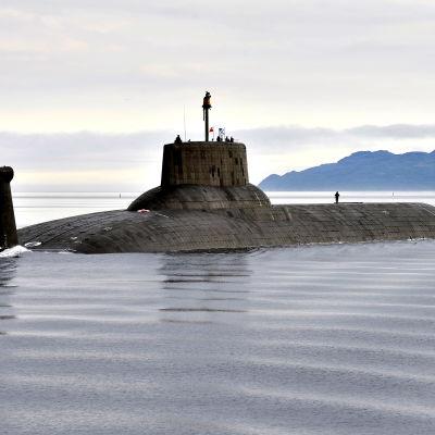 Den ryska atomubåten Dmitry Donskoi kommer till Östersjön.