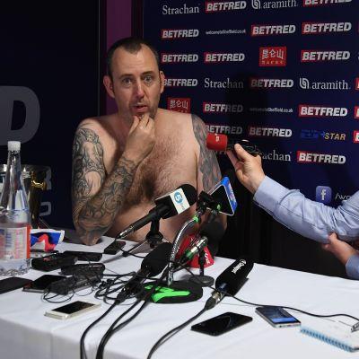 Mark Snooker intervjuas efter VM-guldet i snooker.