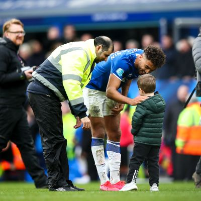 Hieno ele! Evertonin sankari täytti pienen fanin toiveen