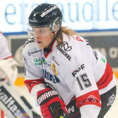 Aleksi Varttinen i närbild.