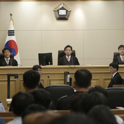 Appellationsdomstolen i Gwangju dömde den 28 april Sewol-färjans kapten till livstids fängelse.