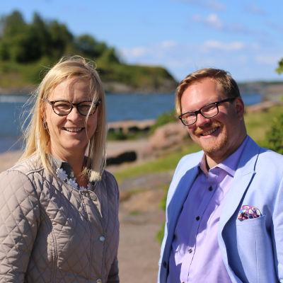 Eva Biaudet och Ted Urho i Brunnsparken.
