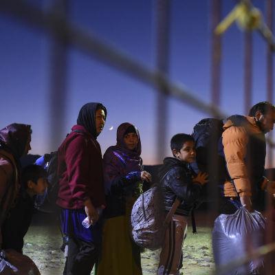 Asylsökande vid gränsen mellan Makedonien och Grekland.