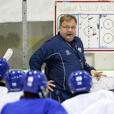 Hannu Jortikka leder Finlands träningar i Vierumäki.