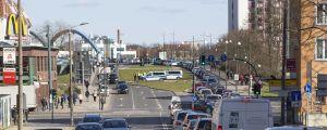 Långa bilköer i Frankfurt an der Oder som går hela vägen till gränsstationen Slubice-Frankfurt.