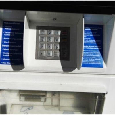 Simmausllaite huoltoautomaatilla